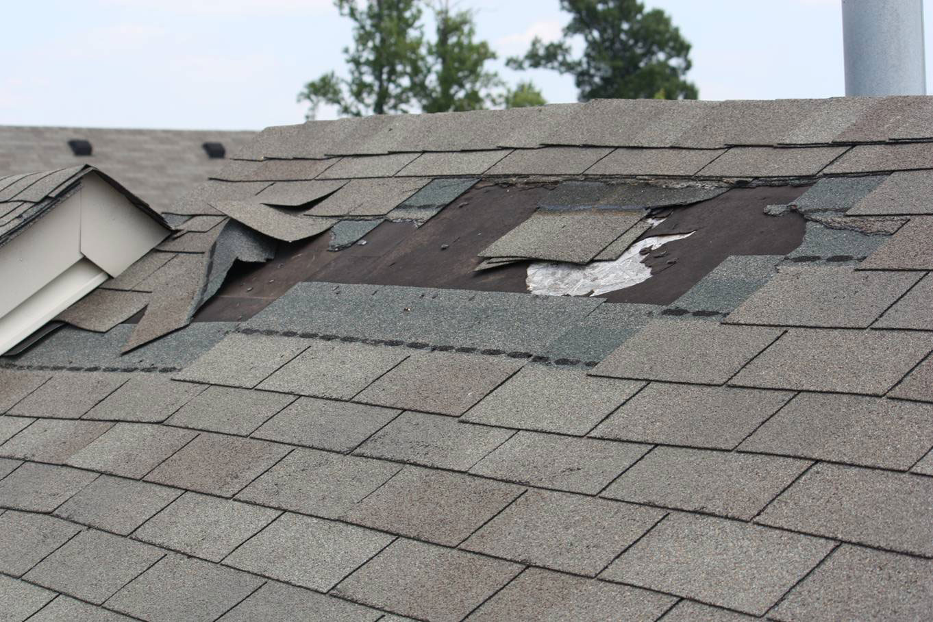 Don't Overlook These Signs That Your Home Needs Roof Repair!